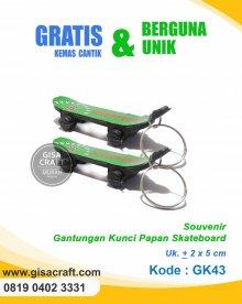 Souvenir Gantungan Kunci Papan Skateboard GK43