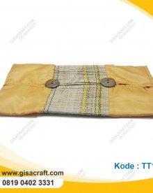 Souvenir Tempat Tisu Kain Habutay Kombinasi Menodng Kancing Batok TT13