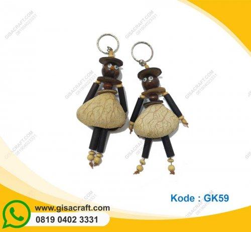 Souvenir Gantungan Kunci Orang-orangan Bahan Kluwak GK59